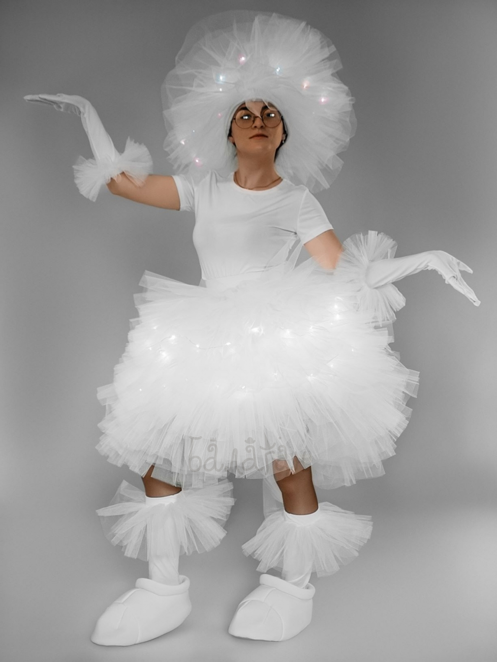 Костюм фьека женский светящийся белый