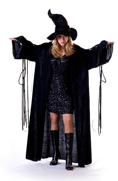 Костюм ведьмы в бархатном плаще